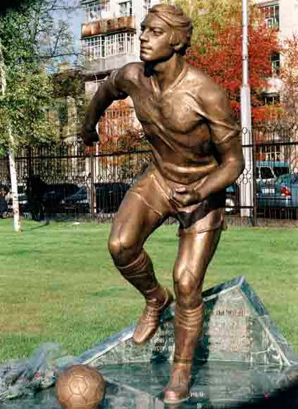 Статуя Виктору Колотову фото